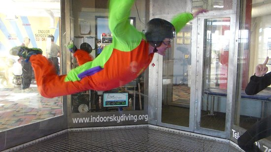 iFLY Indoor Skydiving Denver: I am a leaf on the wind!