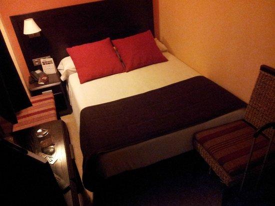 Itaca Colon : Saltando desde los pies para meterte en la cama