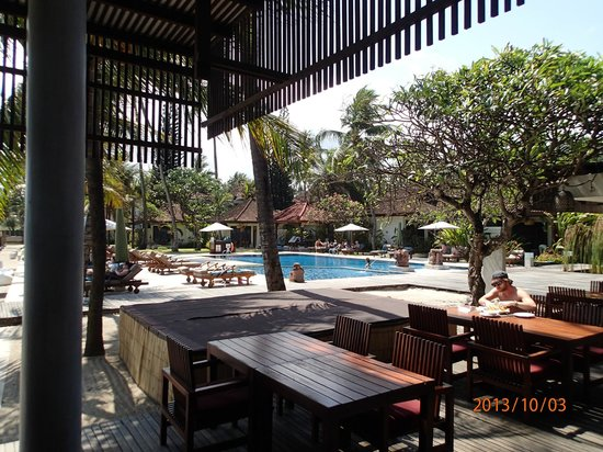 Rama Candidasa Resort & Spa : view of pool from Dinning room
