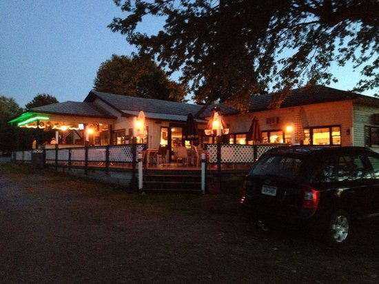 Sunny Bank Restaurant: View from the St Lawrence River in the evening