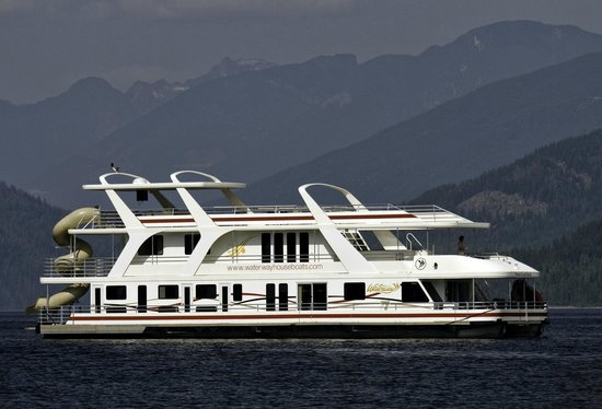Salmon Arm, Kanada: Waterway houseboat on Shuswap