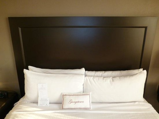 Georgetown University Hotel and Conference Center : Bed