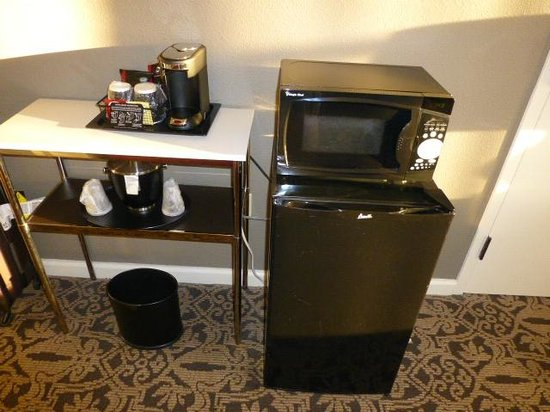 Georgetown University Hotel and Conference Center : Microwave and fridge