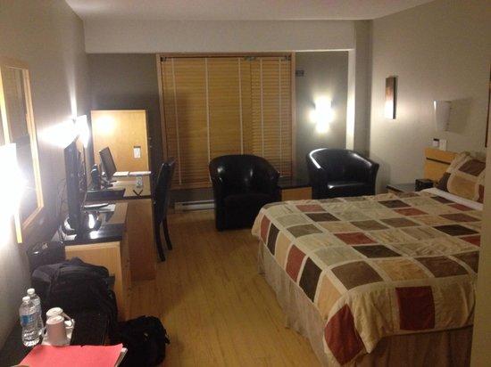 Hotel Le Dauphin Montreal Centre-Ville: Ma chambre, située au 7e étage.