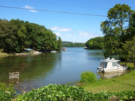 Lakeview Inn Kingston: Wake up with beautiful view of Lake.