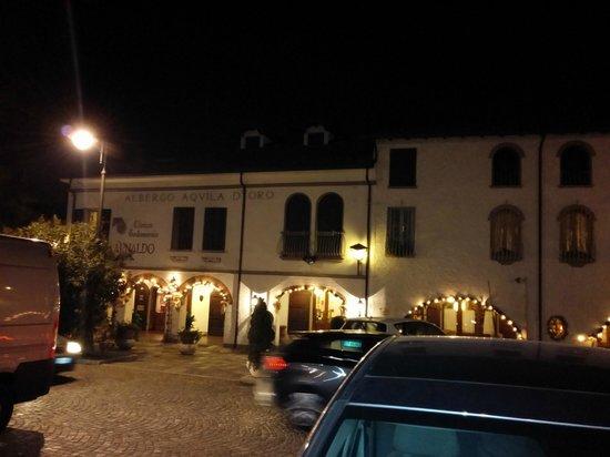 Hotel Arnaldo Aquila d'Oro: Hotel visto dalla piazza