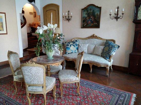 Hotel Arnaldo Aquila d'Oro: Salottino al primo piano