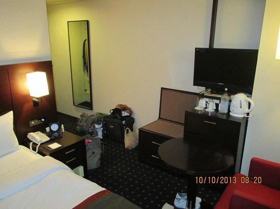 Hotel Lungwood: Small room but very clean & modern