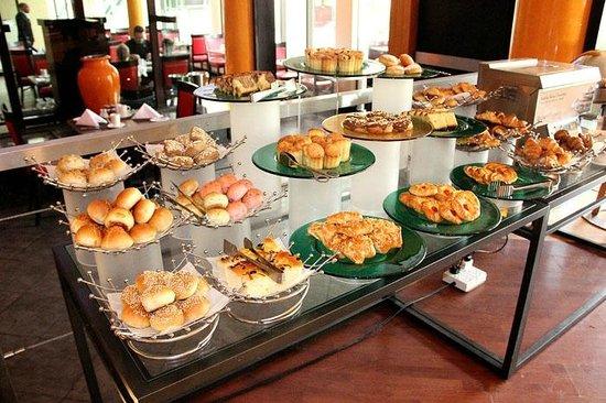 Danat Al Ain Resort: breakfast