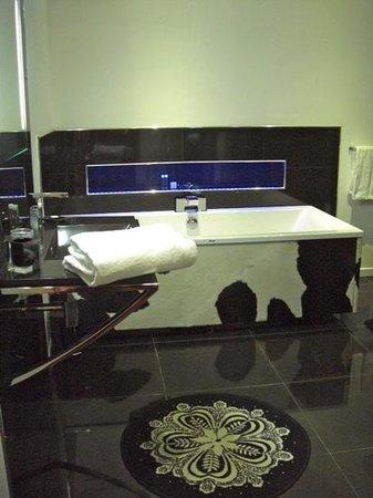 La Villa Nova: salle de bains de la suite blue up