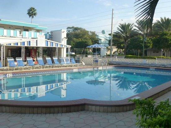 Belleair Village Motel: Very nice pool