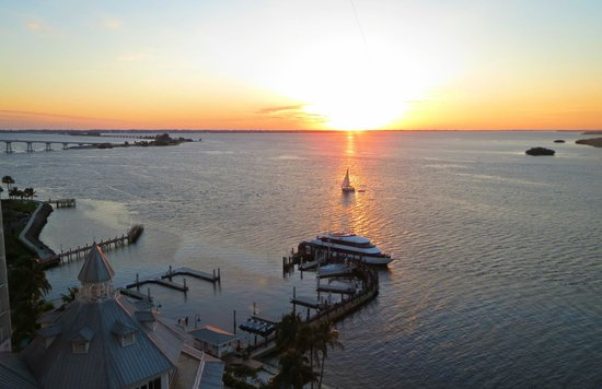 Sanibel Harbour Marriott Resort & Spa : Sanibel Sunset from room 1064