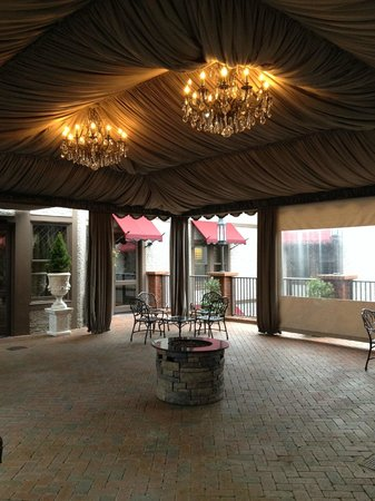 Grand Bohemian Hotel Asheville, Autograph Collection: Covered lanai