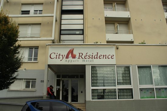 City Residence Chelles: Front door
