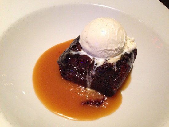 The Moon Highgate: Heavenly sticky toffee pudding, New Moon style.