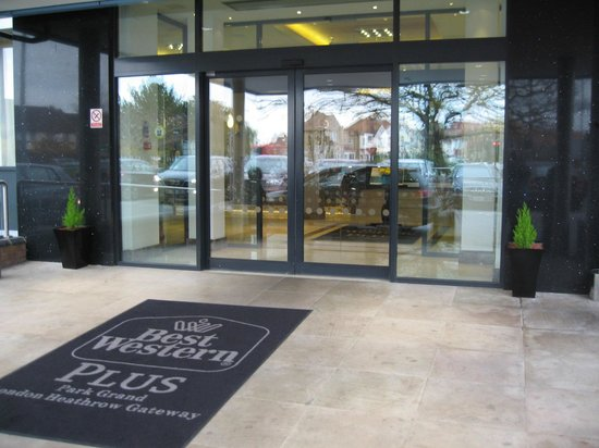 Best Western Plus Park Grand London Heathrow: The Way in