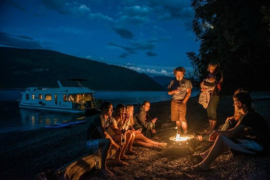 Sicamous, Canada: Campfire on the Shuswap