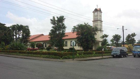 La Fortuna Suites: church in la fortuna