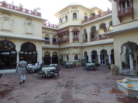 Alsisar Haveli: Courtyard terrace