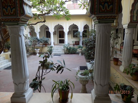 Alsisar Haveli: Courtyard bedrooms