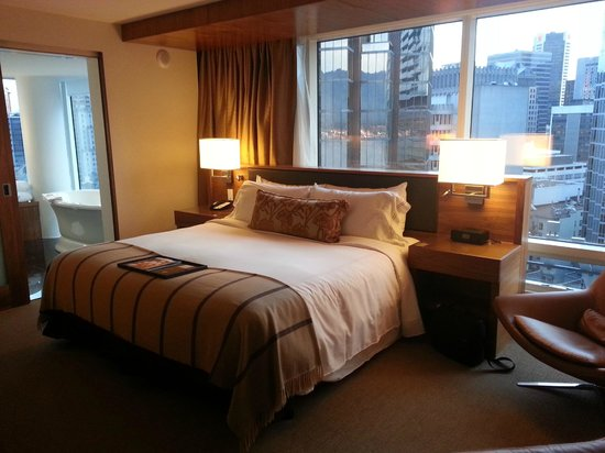 Fairmont Pacific Rim: Fairmont Gold King bedroom