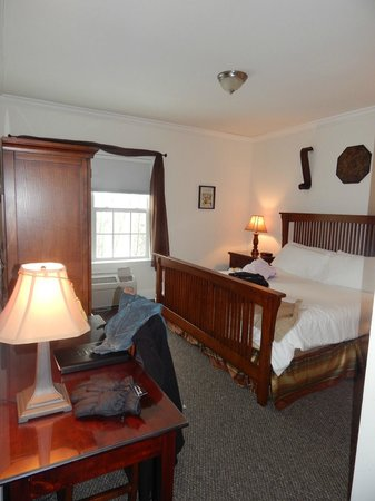The Inn at Crestwood: Villa room 403