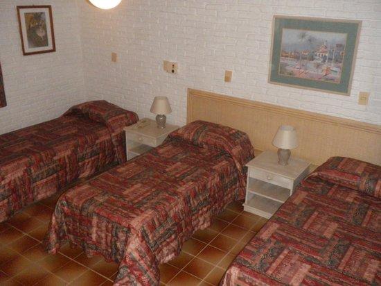 Hotel Porto Bari: HABITACION TRIPLE