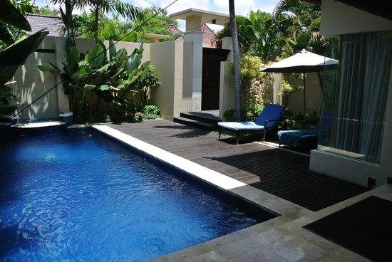 RC Villas & Spa: Entrance and Pool
