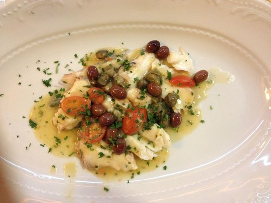 Brasserie Mediterranea: Pesce with olives and tomoatoes