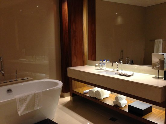 JW Marriott Marquis Hotel Dubai : banheiro