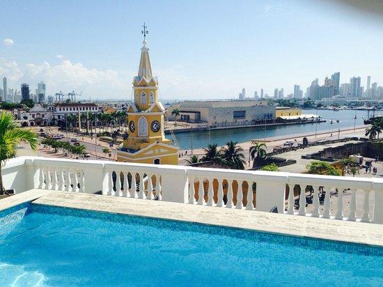 NH Cartagena Urban Royal: Piscina com vista privilegiada.