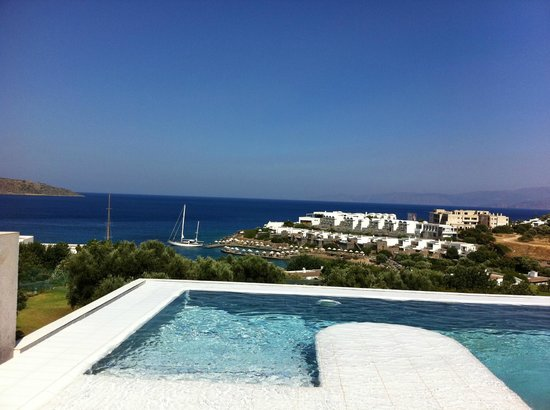 Six Senses Spa at Porto Elounda Crete: Dalla piscina esterna