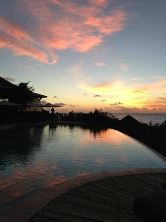 Cocobay Resort: upper pool at sunset