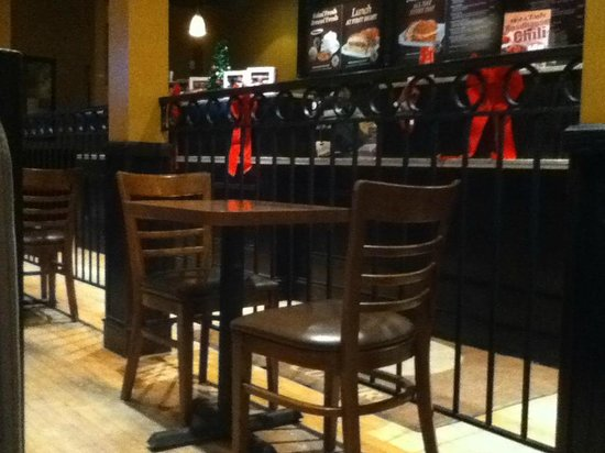 Coffee Culture Cafe & Eatery: Seating