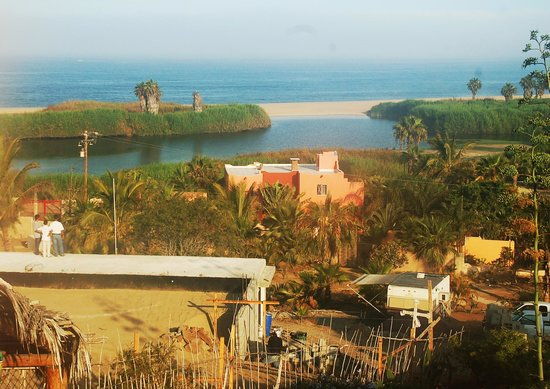 Los Colibris Casitas : View to the Pacific ... house being built below.