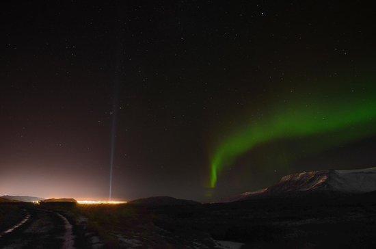 Goecco : Northern Lights and the city of Reykjavik (including the Imagine Peace Tower)