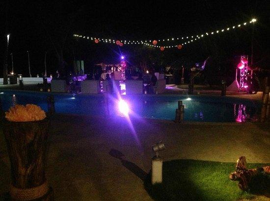 Kukua Beach Club: dance floor under the lights