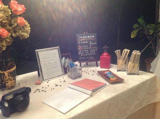 Kukua Beach Club: Guestbook Table