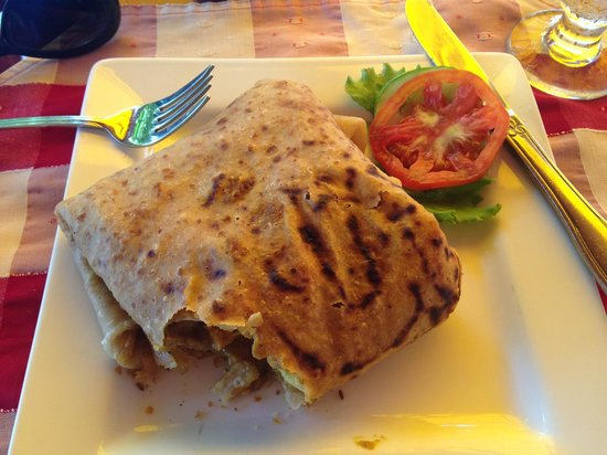 The Owl @ Flamboyant Hotel: Roti with 'salad'.