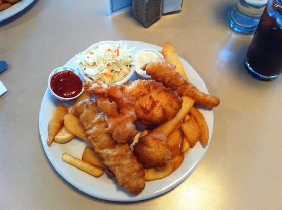 Ship Inn: Yum my favorite. Small combo ate with scallop, Prawn, cod, halibut, and squid.
