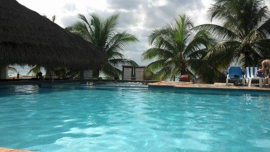 Nachi Cocom Beach Club & Water Sport Center: Nachi Cocom pool