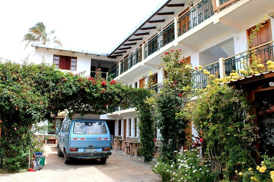 # Pachamama Hostel: pátio interno e acesso aos apartamentos