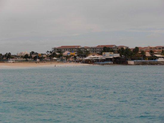 Sonesta Maho Beach Resort & Casino: View across Maho Beach towards Sunset beach bar.