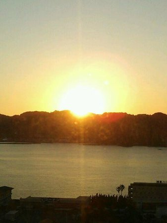 Kushimoto Royal Hotel: 大島から昇る日の出