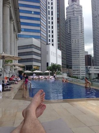 The Fullerton Hotel Singapore: Not a bad pool area!