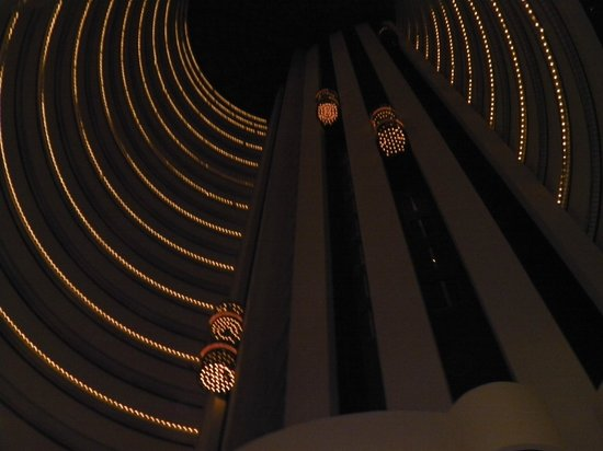 Holiday Inn Singapore Atrium: Glass lift experience
