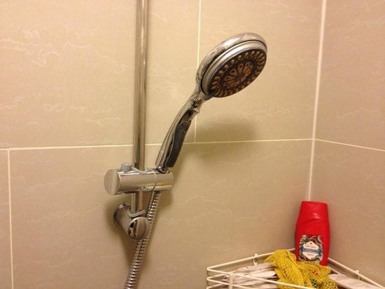 St. Mark Hotel: faulty shower heads