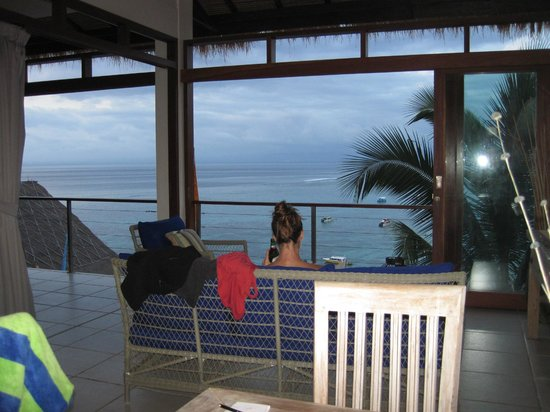 Lembongan Harmony Villas: Looking out our Villa from the kitchen