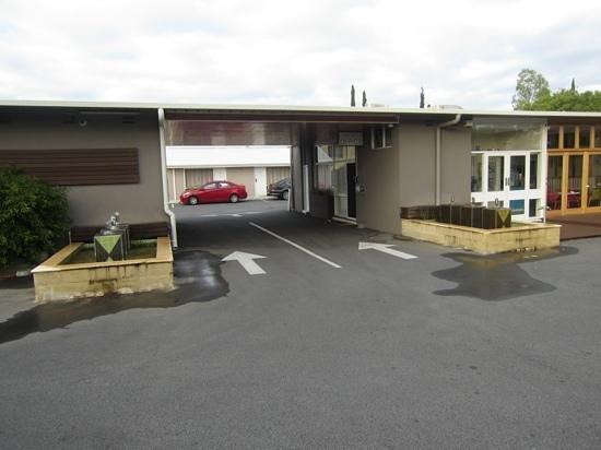 Bentley Motel: reception area