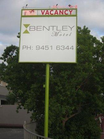 Bentley Motel: roadside bill board